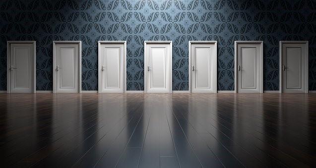 les portes attendent justement qu'on les ouvre, elles, celles qu'on n'aurait jamais pensé franchir un jour.